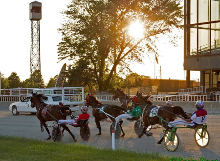 There are only three weekends of racing left this season for horses to head into thet turn at Hawthorne. (Four Footed Fotos)