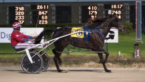 Bury Me Inthesand, driven by his trainer Gary Rath, was an easy winner last night in his leg of the Walter Paisley Series. (Four Footed Photo)