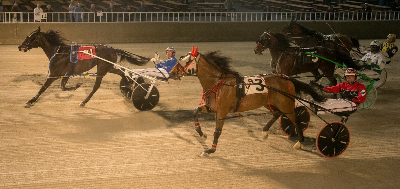 Skyway Fireball (No. 1, Tyler Shehan) pulled off at upset in the $13,600 Bob Larry Final over the 6-5 favorite You'remyhearthrob (No. 3, Kyle Wilfong). (Four Footed Fotos)