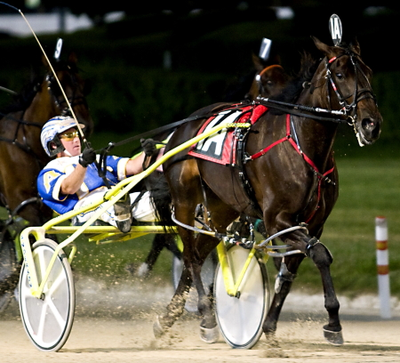 Sportsfancy (Ryan Anderson) swept the 2007 NOC Determination Plus stake series for trainer Homer Hochstetler. Two months later she won the Grandma Ann Championship at Balmoral on Super Night. (Four Footed Fotos)