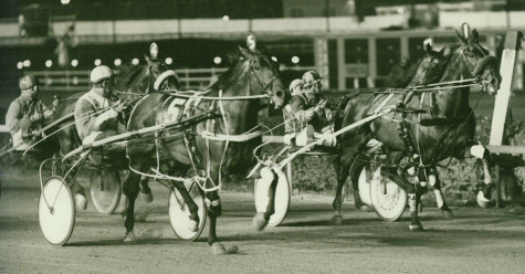 Taurus Bomber (outside with Connel Willis) prevailing at Sportsman's Park. (Pete Luongo Photo)