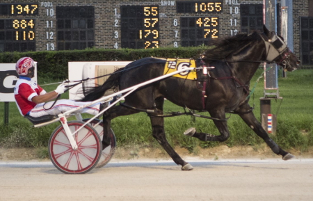 The Nelson Willis trained 2-year-old Fox Valley Ren (Casey Leonard), shown here winning in 1:55.4 a week ago, is a starter in tonight's first $17,500 division of the Incredible Finale stake series. (Four Footed Fotos)