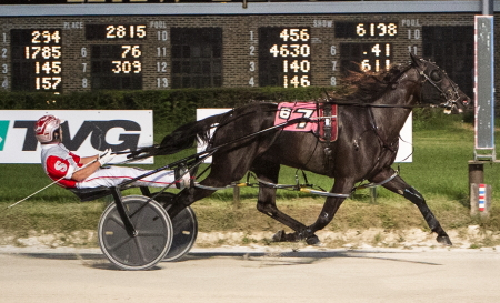 Valar Morghulis (Travis Seekman) moved into second place in the Plum Peachy standings after capturing a $15,000 division of Saturday's third leg. (Four Footed Fotos)