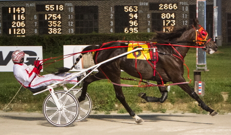 The ICF mare Susan Sage (Ridge Warren) goes have her sixth consecutive Hawthorne victory in for the Dale Kanitz stable Sunday night. (Four Footed Fotos)