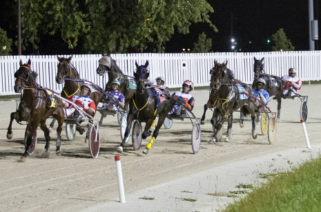 A total of 130 horses will be coming out of the final turn tonight on Hawthorne's 13-race program with all 10-horse fields. (Four Footed Fotos)